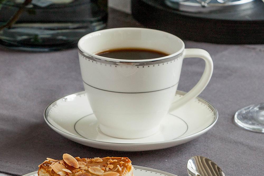 Zestaw kawowy dla 6 osób porcelana MariaPaula Nova Ecru Pure (12 elementów) gift box
