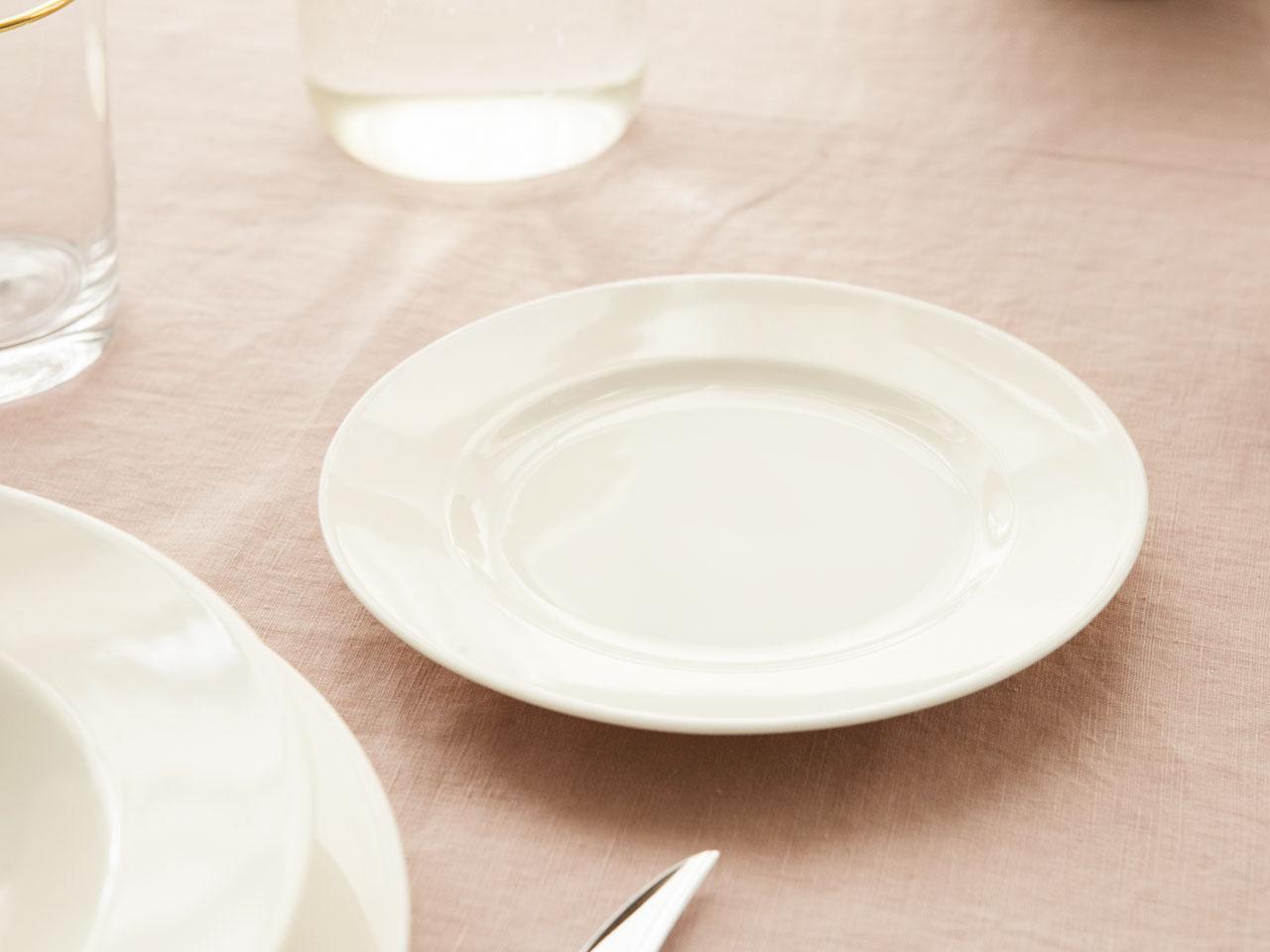 Talerz deserowy porcelanowy MariaPaula Ecru Nova 20 cm