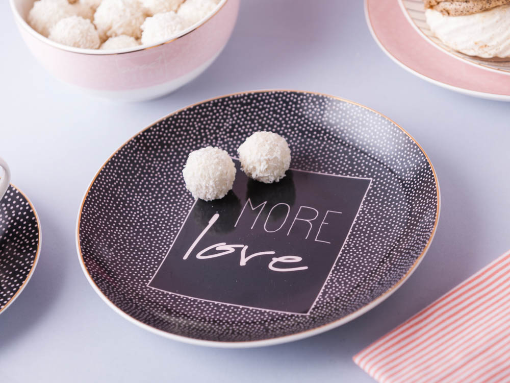 Talerz deserowy porcelanowy Altom Design More Love Black 20 cm