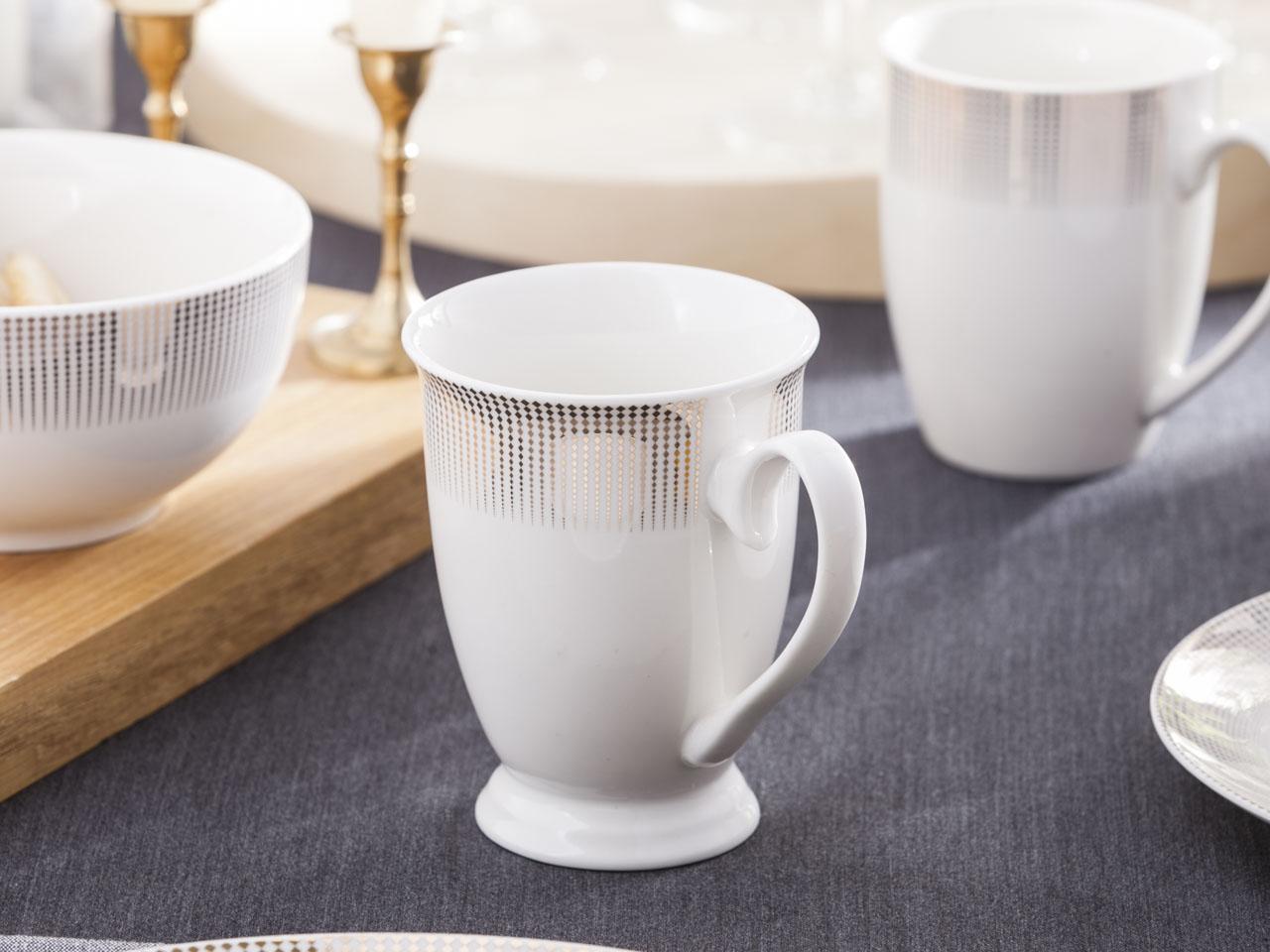 Kubek do kawy i herbaty na stopce z porcelany Altom Design Bella Złote Romby 300 ml
