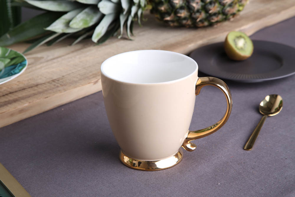 Duża filiżanka do kawy i herbaty porcelanowa Jumbo Altom Design Urban Gold 400 ml beżowa