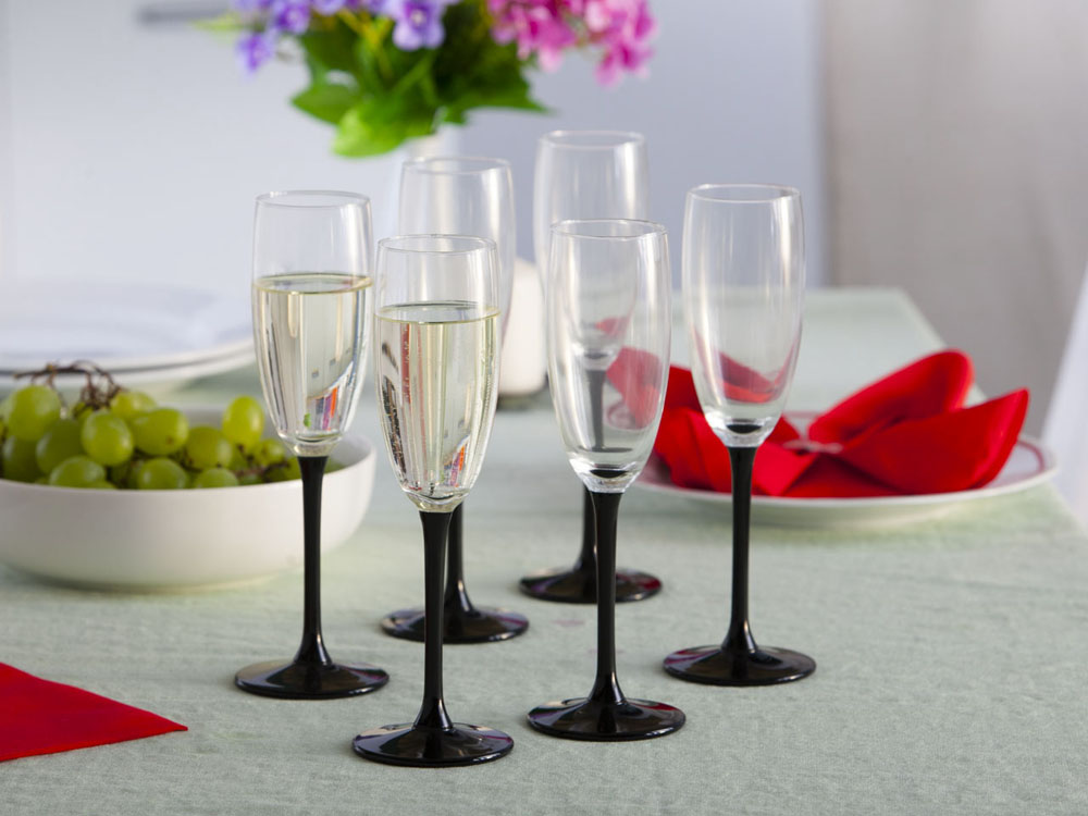 Onyx set of 6 champagne glasses 180ml