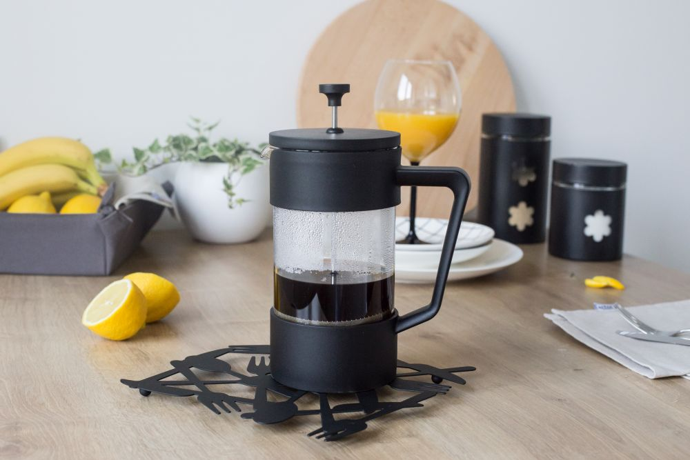 Dzbanek do herbaty w plastikowym koszyczku z zaparzaczem Altom Design 1 l