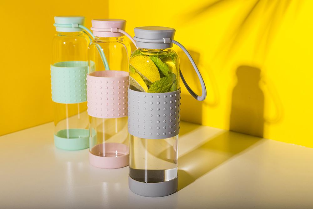 Butelka szklana w silikonowej osłonie 550 ml różne kolory/Bądź Eko