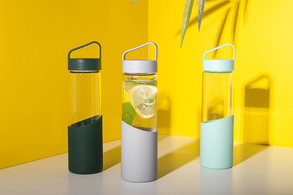Borosilicate water bottle with silicon cover 550ml