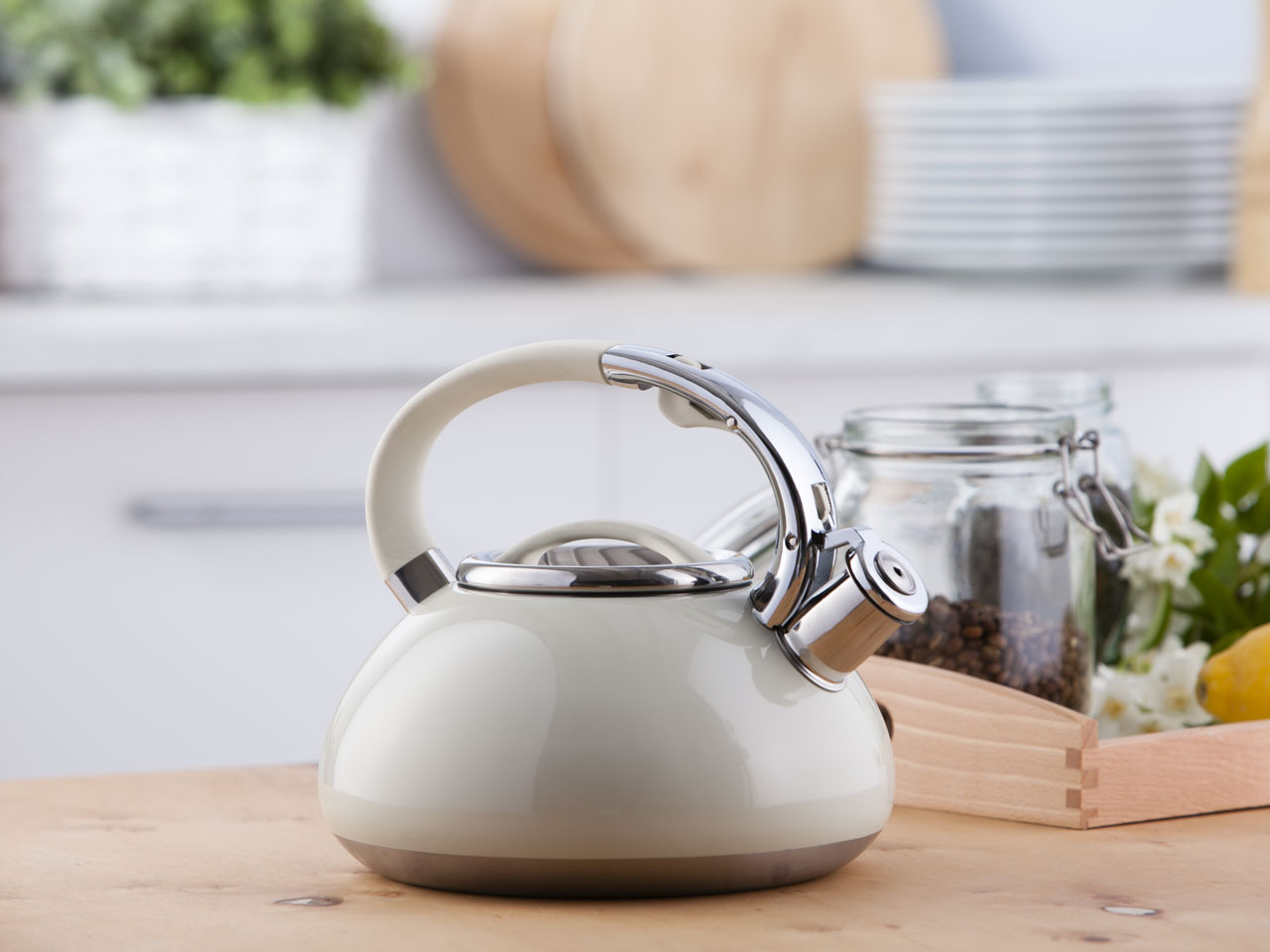 Stainless steel whistling kettle Matt cream 3,0l.