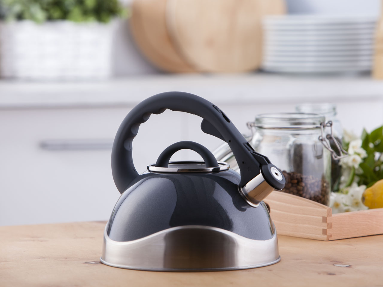Stainless steel whistling kettle Tango grey 2,8l.