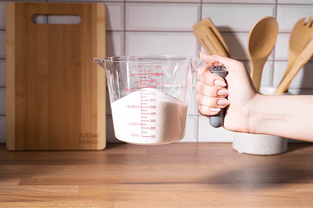 Miarka kuchenna / kubek z miarką Altom Design 1,0 l z silikonową rączką