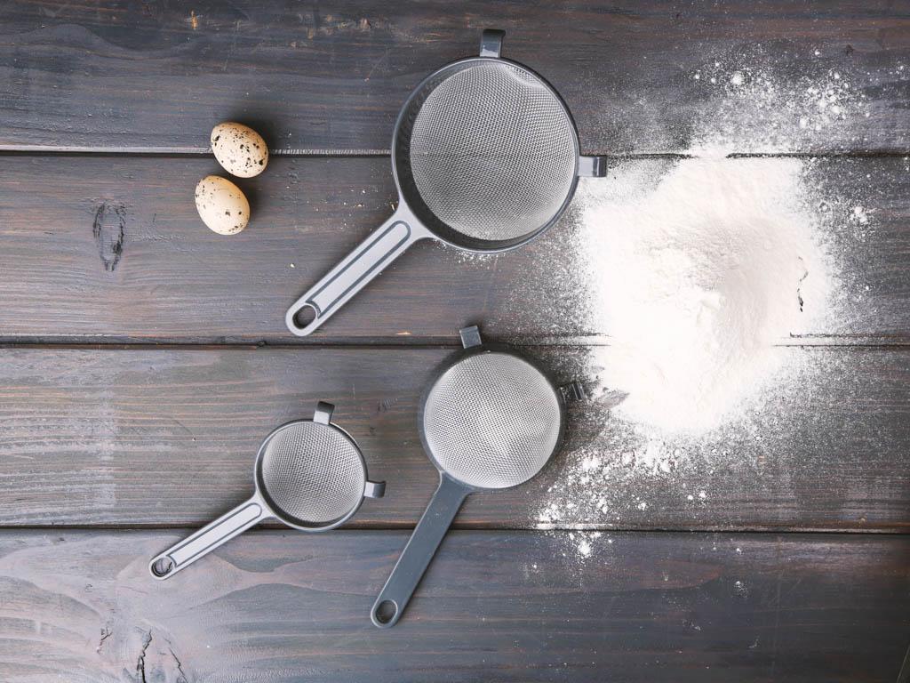Sitko kuchenne do przecierania / przesiewania mąki, cukru pudru Altom Design, komplet 3 sitek
