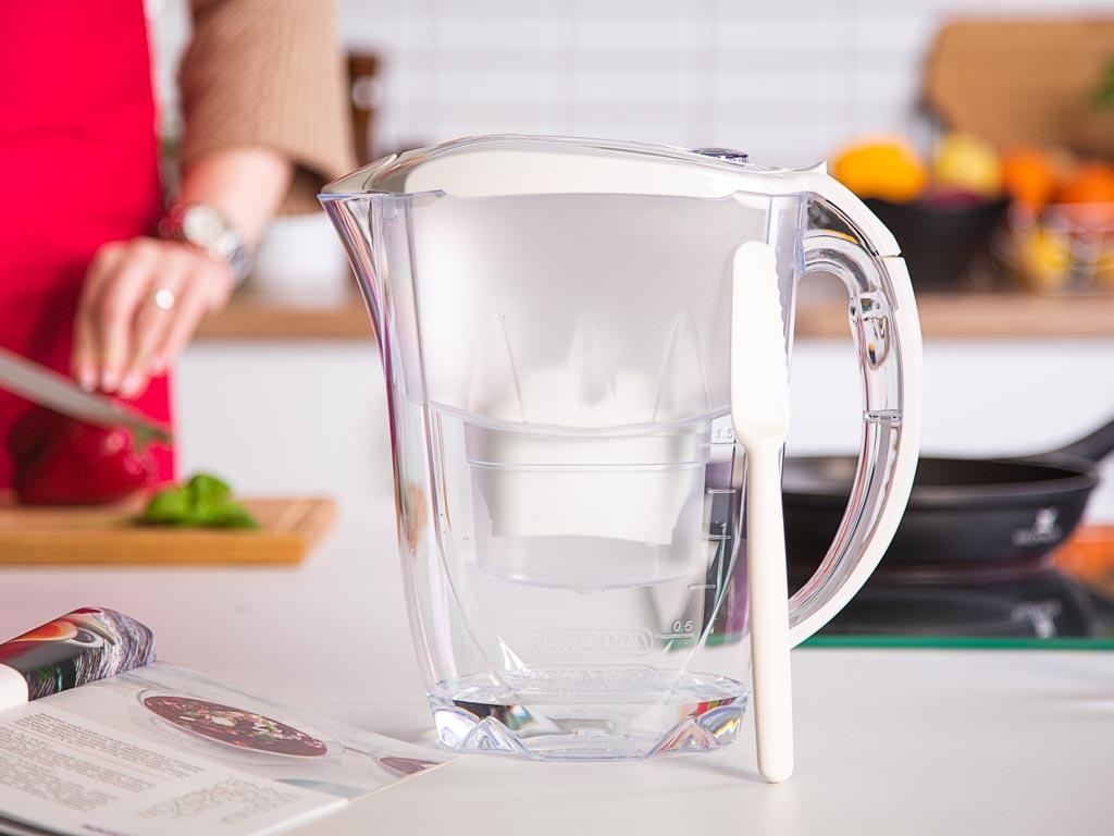 Dzbanek filtrujący wodę Aquaphor Jasper biały2,8 l z wkładem magnezowym B100-25+ szpatuła Fiskars