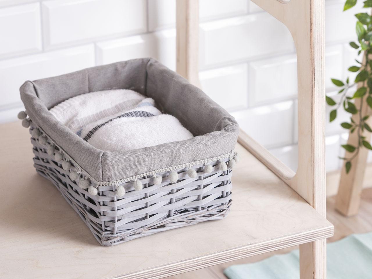 Koszyk do przechowywania wiklinowy materiałowa wyściółka z pomponami Altom Design szary 30x21x13 cm