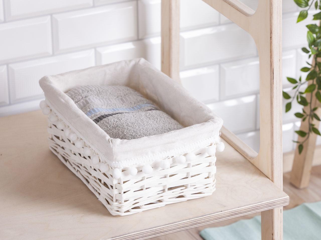Koszyk do przechowywania wiklinowy materiałowa wyściółka z pomponami Altom Design biały 30x21x13 cm