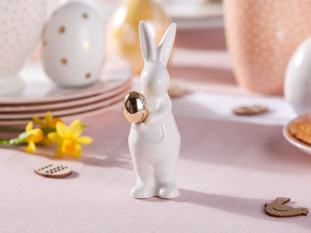 Figurka / ozdoba zając ze złotym jajkiem święta Wielkanoc Altom Design 4,5x9x13 cm