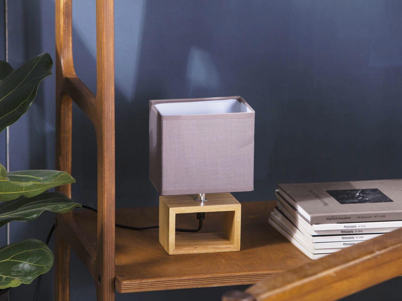 Lampa stołowa na podstawce drewnianej Altom Design 15x24 cm