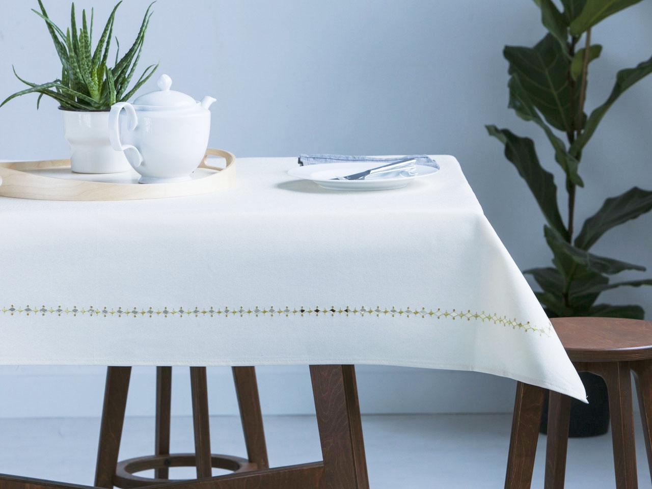 Obrus na stół Altom Design Biały ze Złotą Dekoracją 160x220 cm