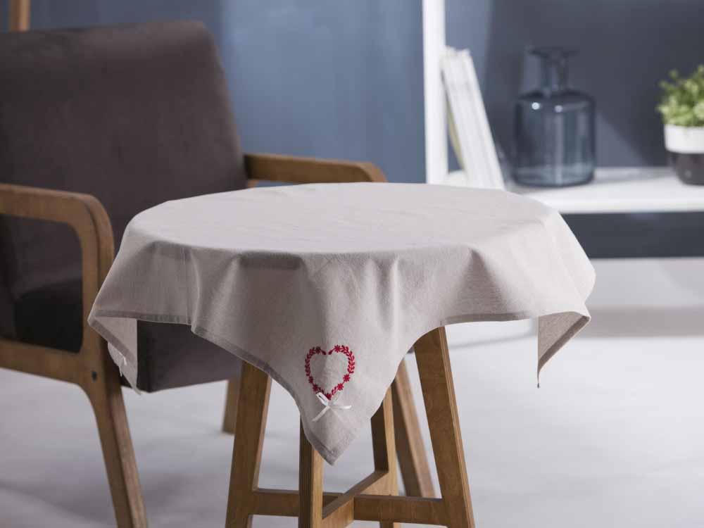 Obrus / Serweta na stół Altom Design EBeżowy / Haftowane Czerwone Serca 80x80 cm
