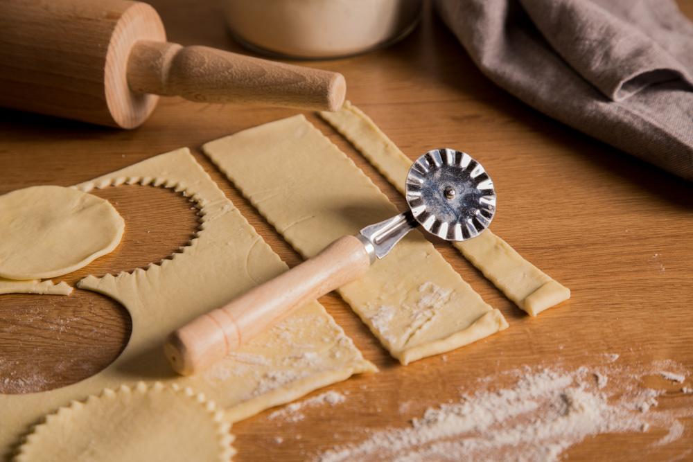 Radełko do pizzy / ciasta z drewnianym uchwytem Tarmex